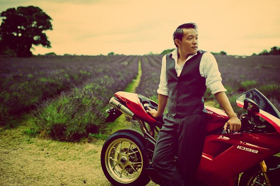 prewedding photoshoot with bike