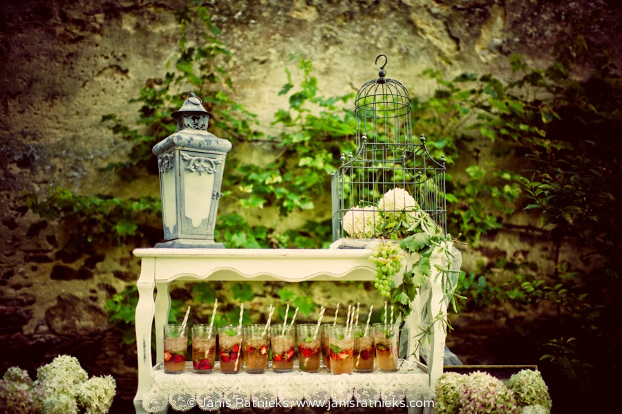 chateau wedding cocktail hour