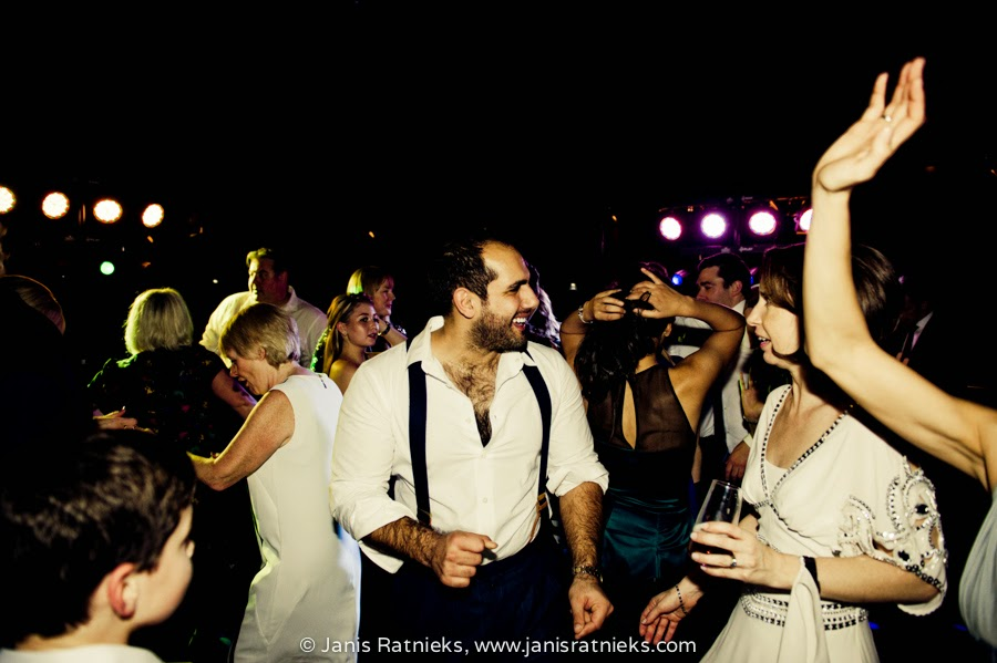 cool wedding party all dancing