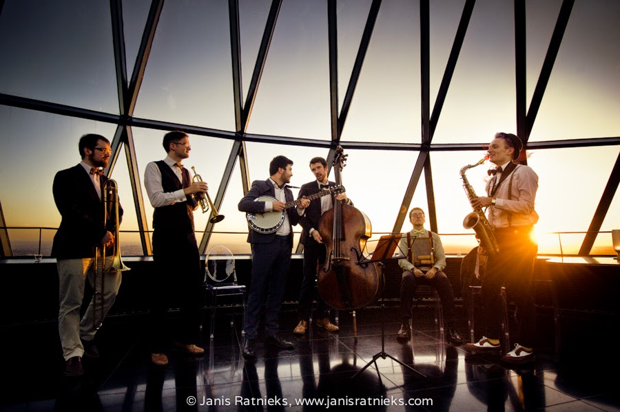 Acoustic band performing on the top of the Gherkin