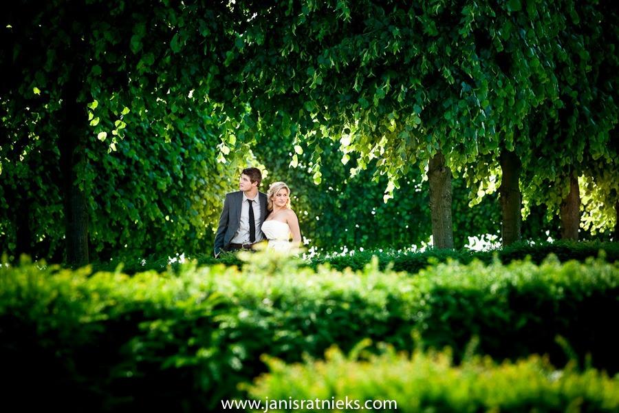 Louvre parks of Paris wedding