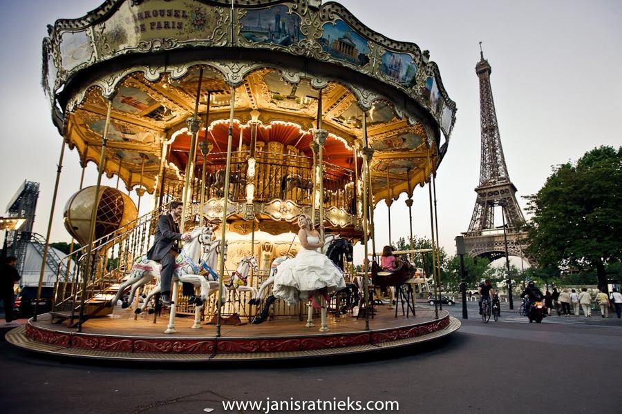 Paris Eiffel tower carrousel wedding photo photographer