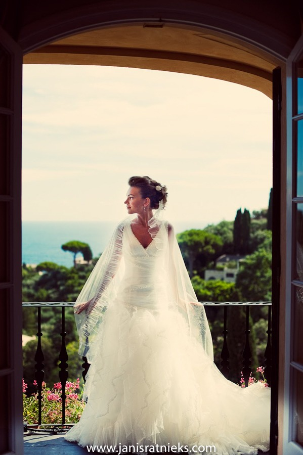 bride on balcony Hotel Splendido