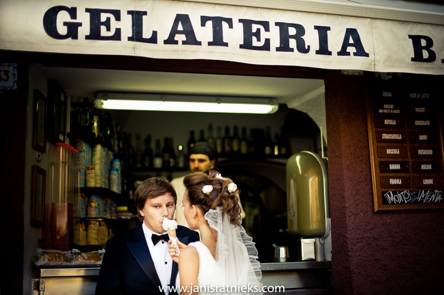 Italy wedding photos ice cream