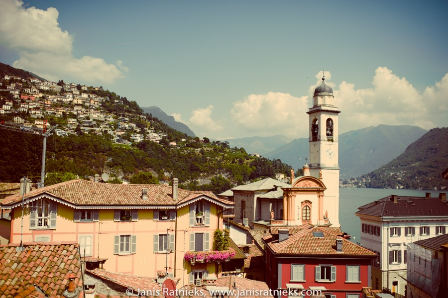 tranquil Lake como village