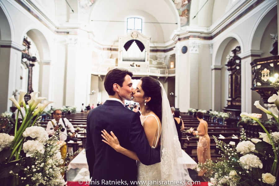 first kiss wedding ceremony