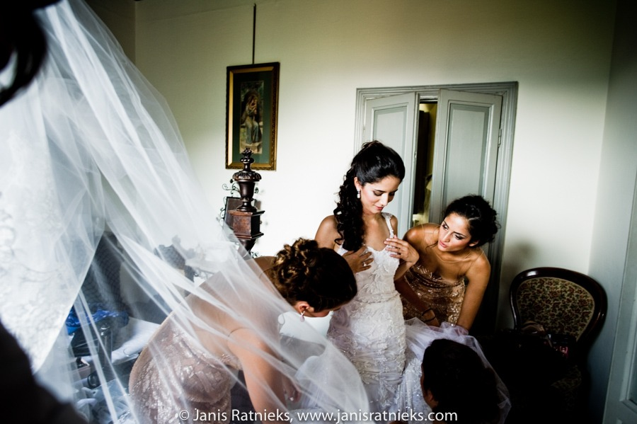 sisters fitting the veil
