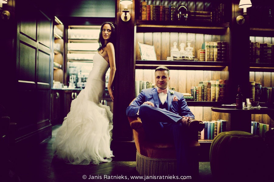 luxury hotel wedding venues London rosewood bar library bride