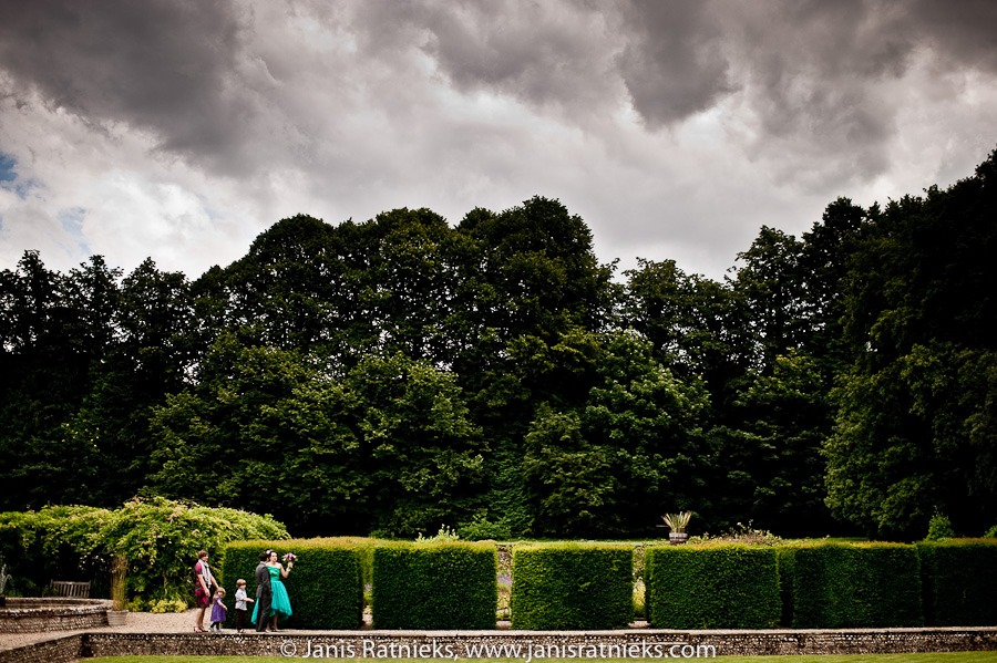 overcast day wedding
