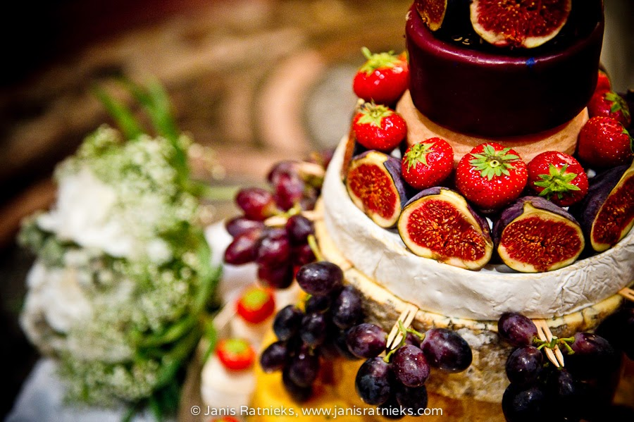 wedding cake strawberry