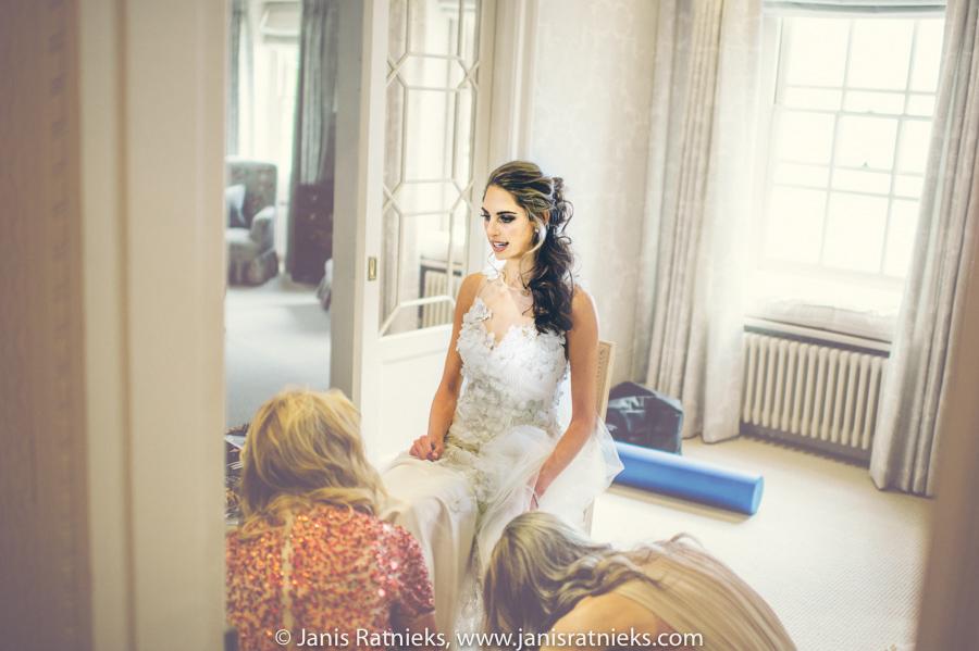 Jewish bride getting ready