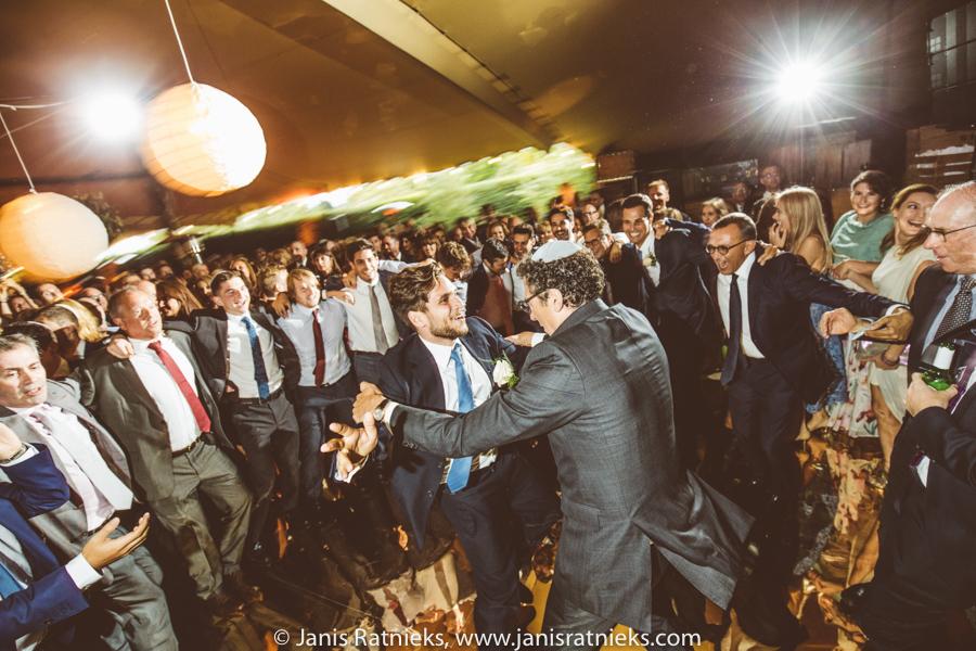 jewish men dancing