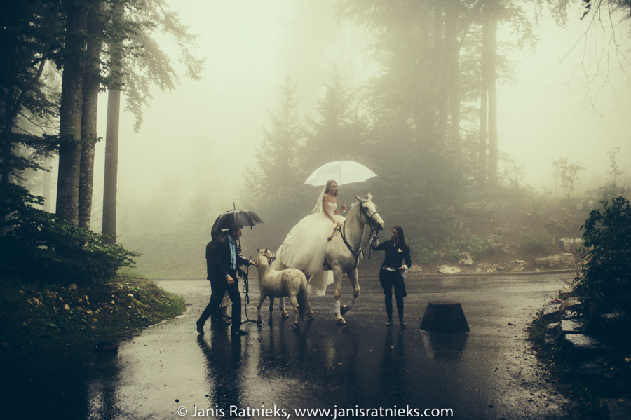 bad weather wedding photos