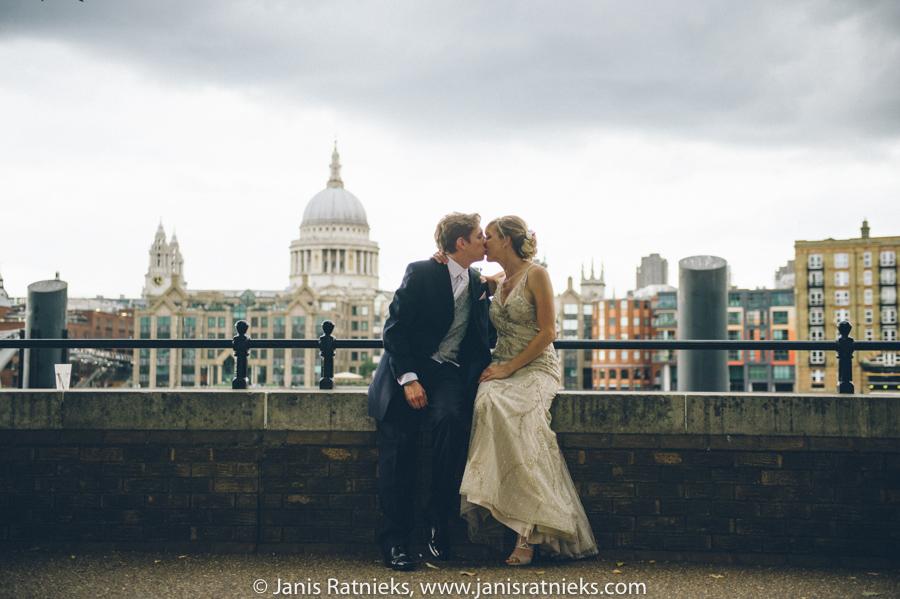 shakespeare globe wedding photographer