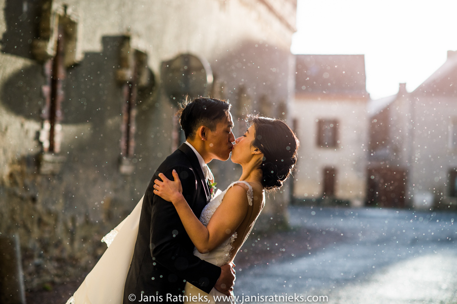 wedding photos rain