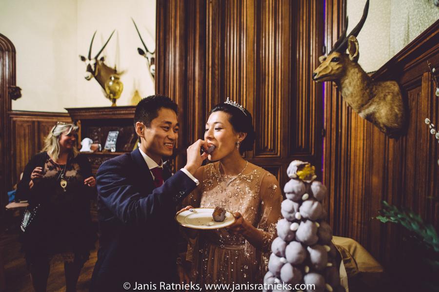 cake feeding ceremony